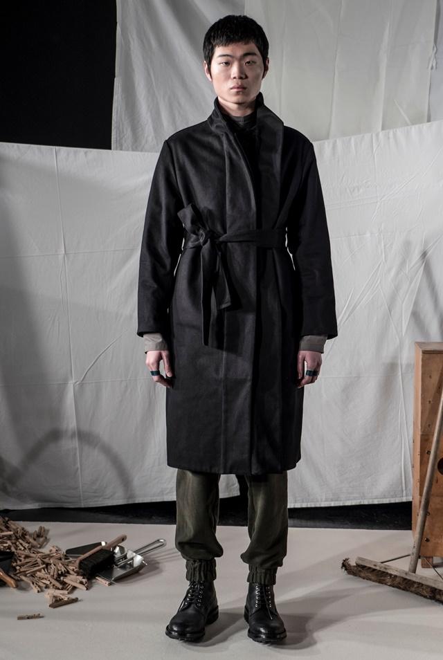 PHOEBE-ENGLISH-MAN-AW17-LOOK-4-PHOTO-BY-NEIL-MASON
