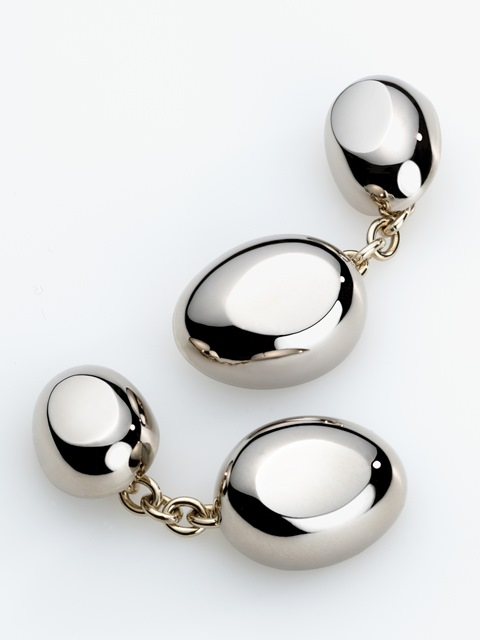 The ovoid cufflink made of solid white gold.