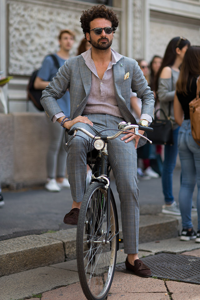 Of course, you don't need a bike to pull this style off.